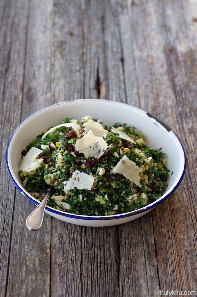 Kvinoasalaatti lehtikaalilla ja kananmunalla - Quinoasallad med grönkål och ägg