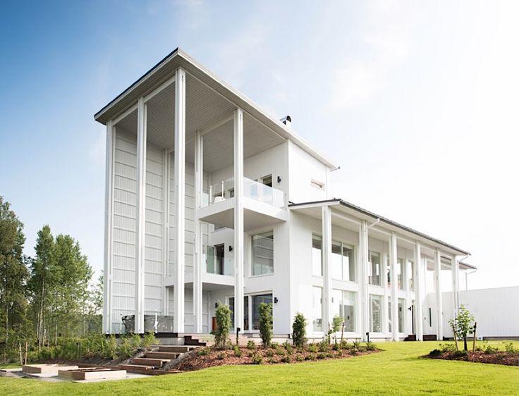 """Ganz in Weiß: """"Villa Muurame"""" in Jyväskylä, Finnland  Das in Helsinki sitzende Casagrande Laboratory zeigt uns am Beispiel der """"Villa Muurame"""" wie skandinavischer Minimalismus auszusehen hat. Gleich..."""