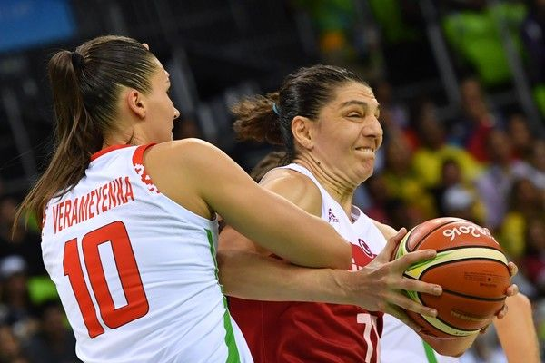 Belarus' centre Anastasia Verameyenka (L) holds off Turkey's centre Nevriye Yilmaz during a Women's round Group A basketball match between Belarus and Turkey at the Youth Arena in Rio de Janeiro on August 11, 2016 during the Rio 2016 Olympic Games. / AFP / Andrej ISAKOVIC