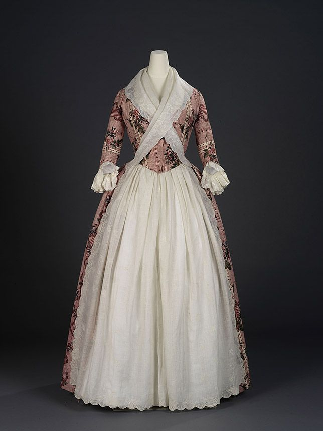 Overdress of a robe à l'anglaise, England, 1780, Indian export chintz, Painted and resist-dyed cotton tabby, Centimetres: 118.5 (width) Royal Ontario Museum: