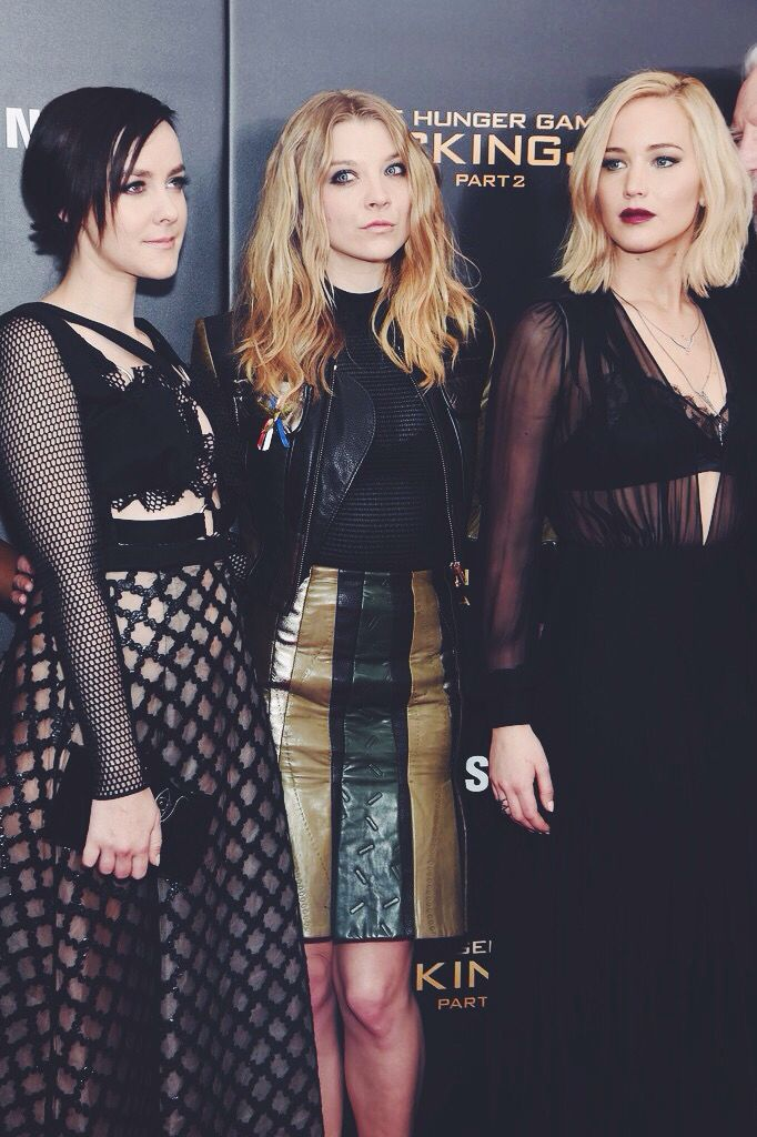 Jena Malone, Natalie Dormer, and Jennifer Lawrence together on the New York red carpet premiere for Mockingjay Part 2!