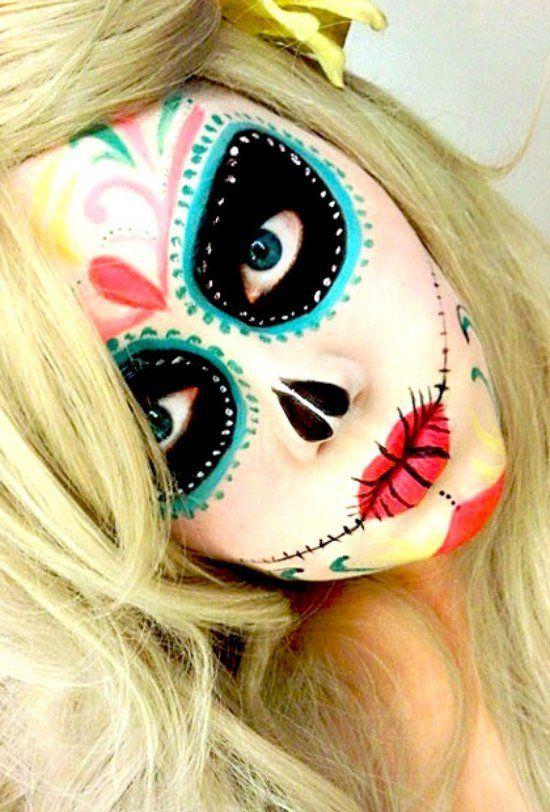 maquillage d`Halloween avec un grillage barbelé sur les lèvres