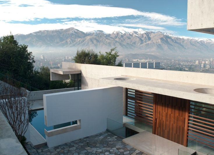 Image 1 of 17 from gallery of Zaror House / Jaime Bendersky Arquitectos. Photograph by Pablo Henriquez Palma