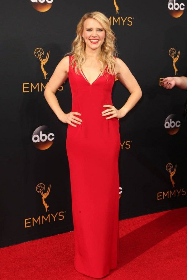 ba55dcac47b991 Kate McKinnon Emmy Awards Simple V Neckline Evening Dress in 2019 ...