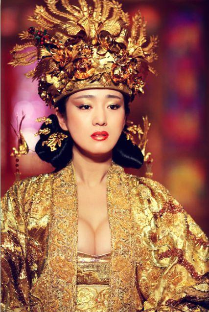 Gong Li was exquisite in Curse Of The Golden Flower | Zhang Yimou