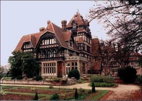 17 meilleures id es propos de farnborough sur pinterest for Eugenie les bains la maison rose