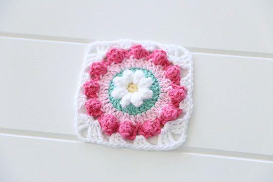 free daisy granny square crochet pattern