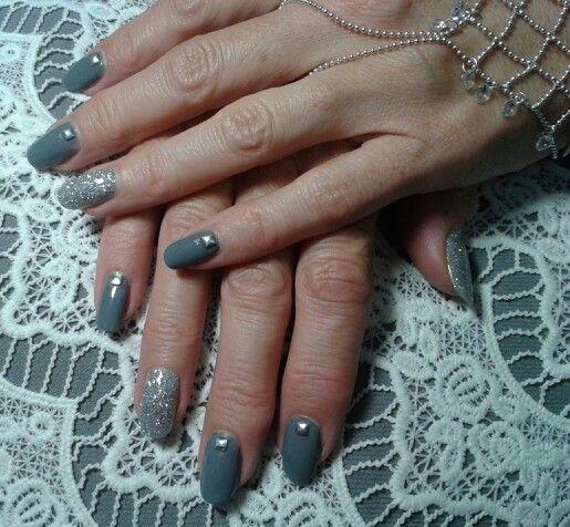 Super manucure résine et poudre gris et argent.  Brijoux nail art