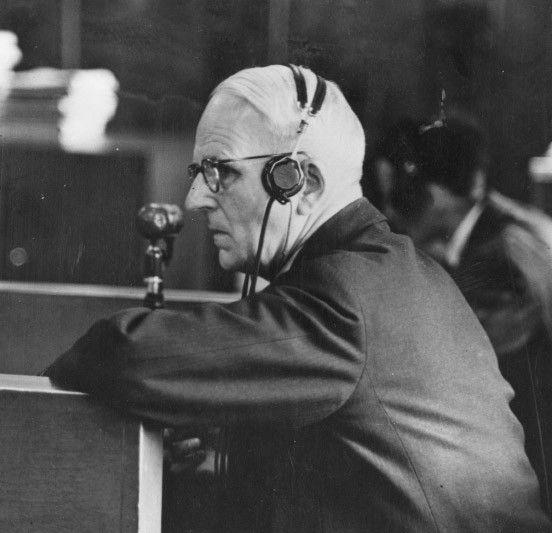 Welche Rolle spielte Ernst von Weizsäcker im NS-Vernichtungsapparat? Ein Gespräch mit Richard von Weizsäcker über die Friedensbemühungen seines Vaters als Staatssekretär im Auswärtigen Amt, über dessen Rolle bei der Ausbürgerung von Thomas Mann und über das damalige Wissen um die Judenvernichtung. - Bild 1 von 4