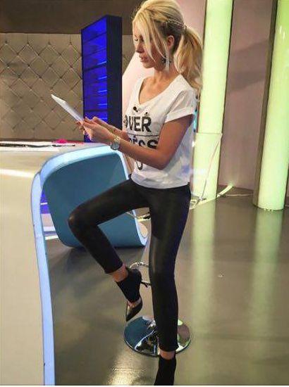ΚΑΤΕΡΙΝΑ ΚΑΙΝΟΥΡΓΙΟΥ Katerina Kainourgiou in Mourtzi shoes www.mourtzi.com #katken #mourtzi #pumps #γοβες #designershoes #alphatv #logotivis