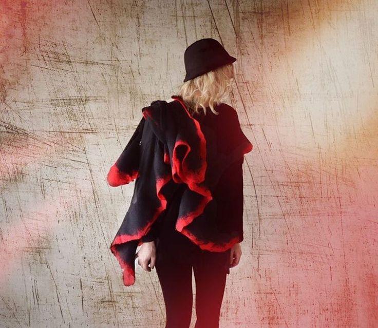 Handmade scarf‼️ #fashion #style #valeins #handmade #silk #silkscarf #scarf #nunofelt #felt #streetstyle #streetfashion #aucklandfashion #merino #merinowool #newzealandwool #nzfashion #black #red #redandblack #hat #OOTD #insta_art #موضة #ستايل #فالينز #صناعة_يدوية #حرير #سكارف_حرير