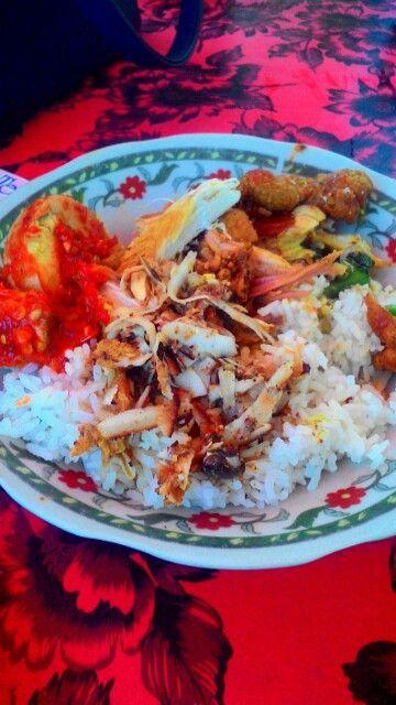 Nasi campur Made Weti at Pantai Shindu Bali