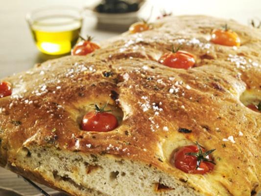 Foccacia med tomat og basilikum