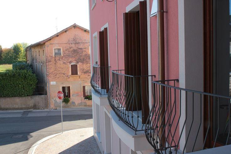 Un particolare della vista esterna di Borgo Castelliere