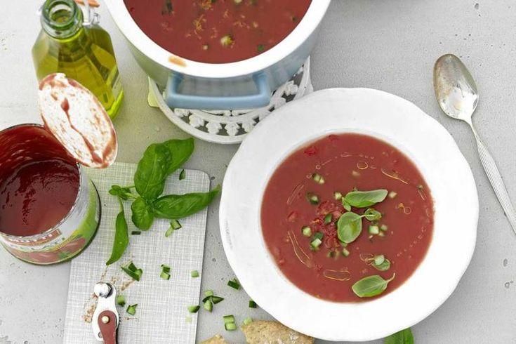 Das Rezept für Kalte Tomatensuppe mit Orange, Zitrone und Basilikum mit allen nötigen Zutaten und der einfachsten Zubereitung - gesund kochen mit FIT FOR FUN