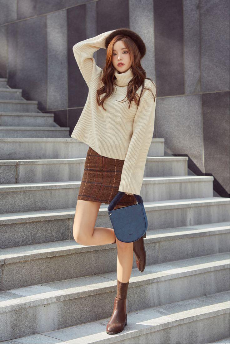 Ribbed Knit Turtleneck Sweater CHLO.D.MANON | #cute #ivory #cozy #sweater #loosefit #oversized #chunky #pullover #koreanfashion #kstyle #kfashion #falltrend #dailylook #seoul #streetstyle