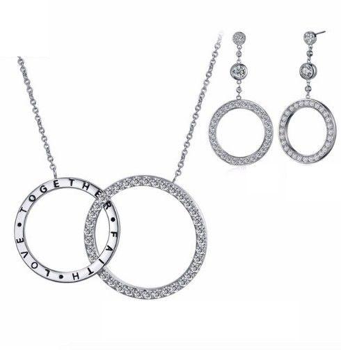 set bijuterii pentru fata de care esti indragostit http://www.bijuteriifrumoase.ro/cumpara/set-bijuterii-elegante-3512