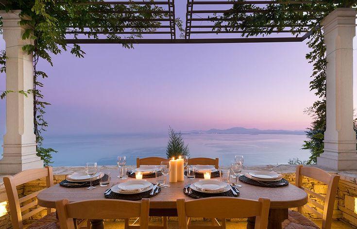 Chi non vorrebbe cenare ammirando un tramonto del genere? Favolosa villa in Grecia