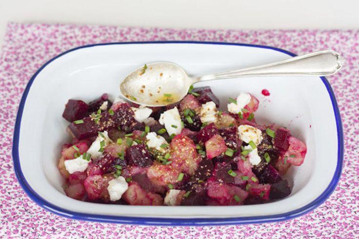 http://sweetandsour.es/ensalada-de-remolacha-asada-y-patata-con-vinagreta-de-mostaza-y-tomillo/