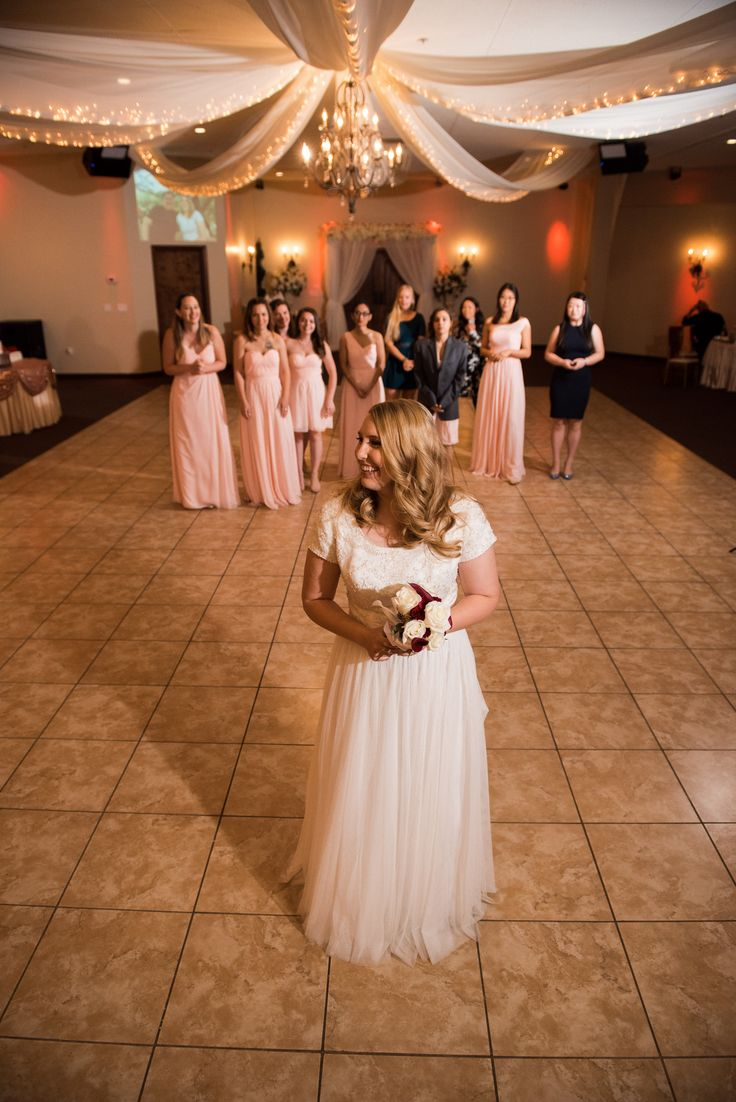Bride getting ready to do her bouquet toss during the wedding reception | Arizona Wedding Photographers | Villa Tuscana