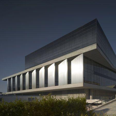 Google-Ergebnis für http://static.dezeen.com/uploads/2009/04/new-acropolis-museum-by-bernard-tschumi-architects-squ-cr3849-090-small.jpg