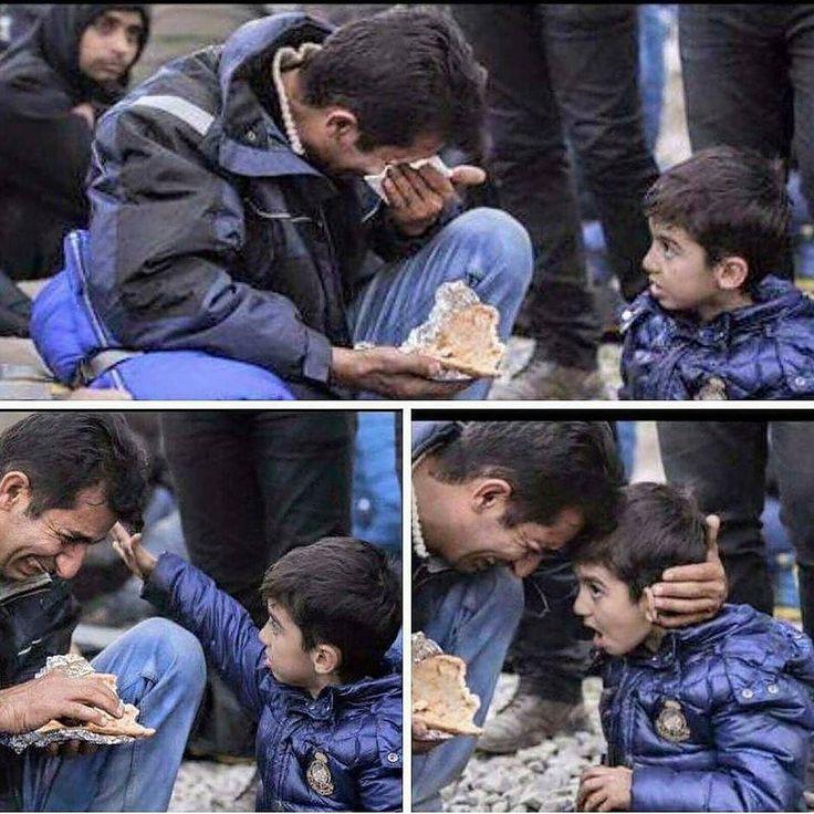 Pengungsi dari suria tak kuasa menahan air matanya krn tidak mampu menghidangkan makanan yang layak bagi keluarganya sementara anaknya hanya bisa menatapnya dan menenangkannya. .  Ya Allah sabarkanlah mereka dan tinggikan derajat mereka serta hancurkanlah orang orang yang dzolim... Aaamin  #Tag 5 Muslim Lainnya Jika Kita Peduli . Follow and Support @indonesiabertauhid . #IndonesiaBertauhid .
