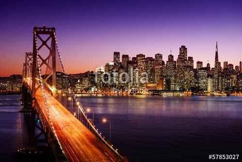 """Téléchargez la photo libre de droits """"San Francisco skyline and Bay Bridge at…"""