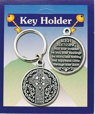 Llavero con la cruz celta y la bendición irlandesa en su reverso. Es de peltre y mide 3,8 cm de diámetro. Regálalo con amuleto de la suerte.