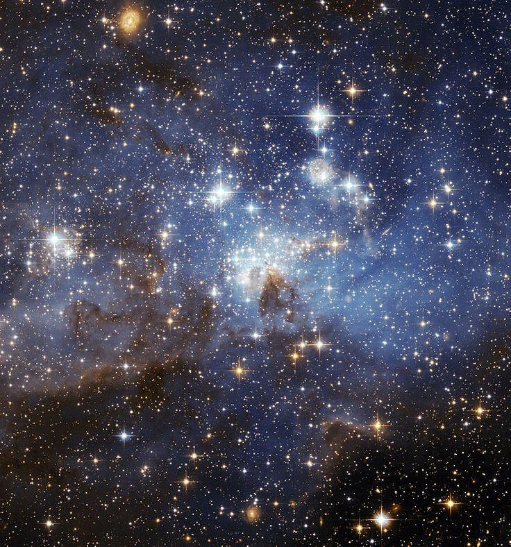 De Grote Magelhaense Wolk (Engels: Large Magellanic Cloud, LMC) is een onregelmatig sterrenstelsel, waarvan aanvankelijk werd aangenomen dat het een satelliet van de Melkweg was (foto Hubble).