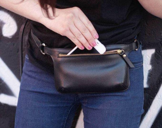 POLA - bolso de la cintura de cuero - negro liso