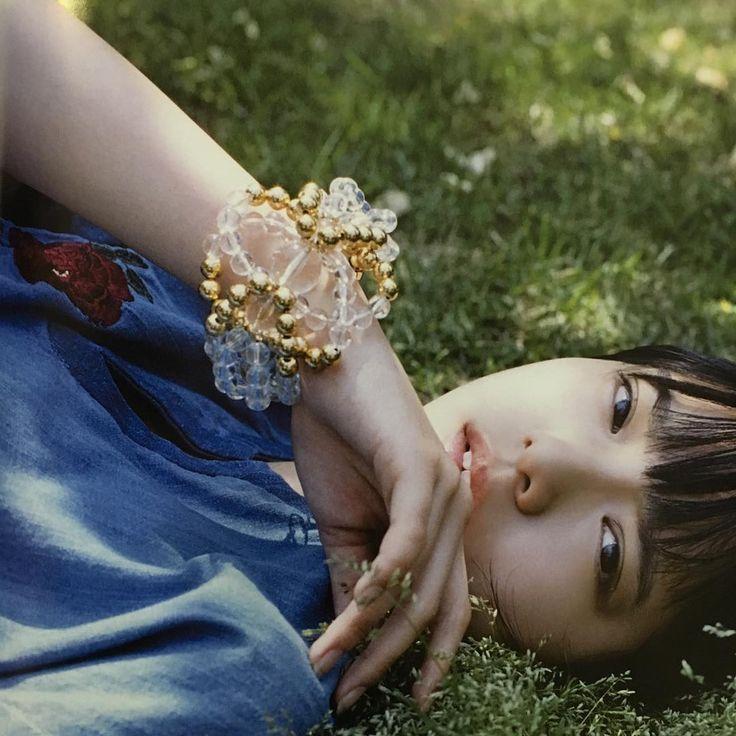 【欅坂46】somniumさん制作のバングルを着用した平手友梨奈が美しい【装苑 7月号】
