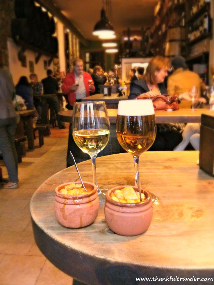 Free tapas with albariño and cerveza in A Coruña, Spain