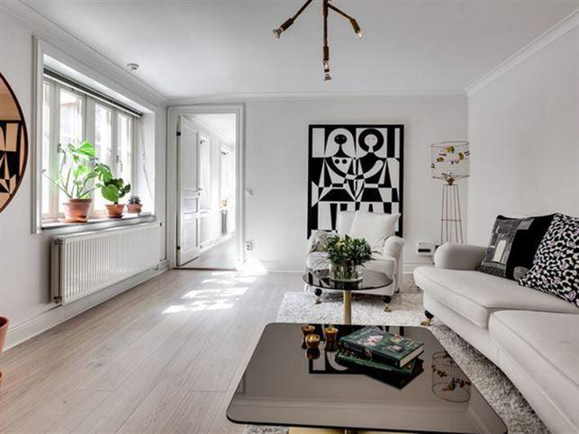 Wall Art Alexander Girard. Lamp Kvist Örsjö Belysning. Coffee table Tom Dixon.