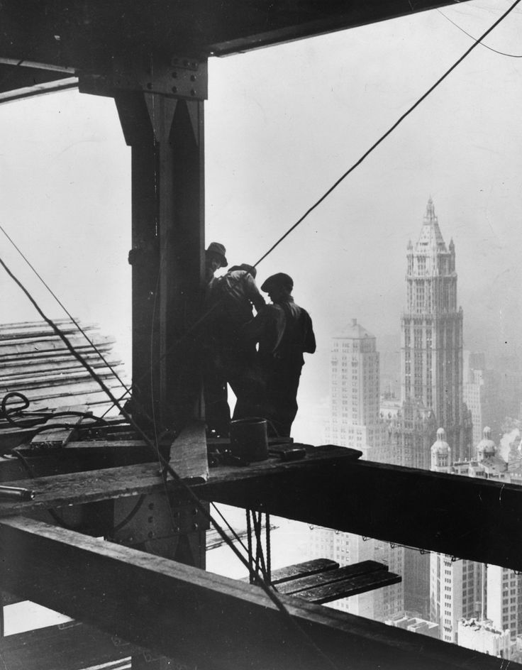 Il Woolworth Building visto dal Cities Service Building, 1930 (General Photographic Agency/Getty Images) -