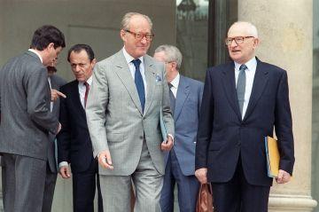 Alain Decaux n'aimait l'histoire que de loin Check more at http://people.webissimo.biz/alain-decaux-naimait-lhistoire-que-de-loin/