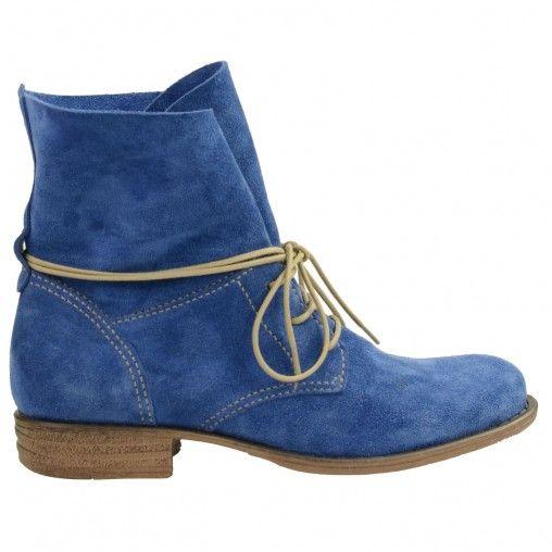 SACHA // Blue suède lace booties €89,95