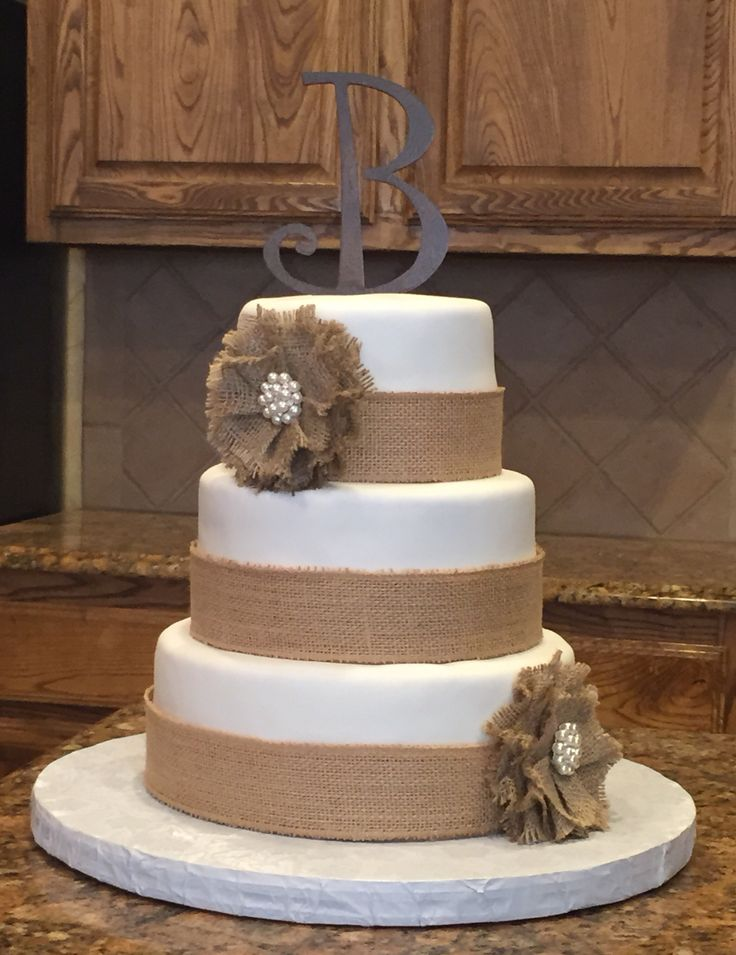 Chabby chic wedding cake.  Country wedding cake with burlap accents.