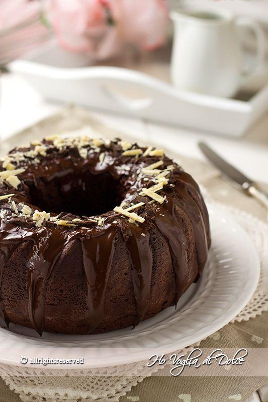Ciambella alla panna e cioccolato, ricetta soffice. Torta con panna liquida e cacao nell'impasto. Dolce morbido e soffice per la colazione e la merenda
