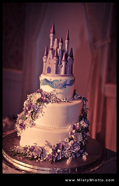 ITS A DISNEY PRINCESS WEDDING CAKE!!!!