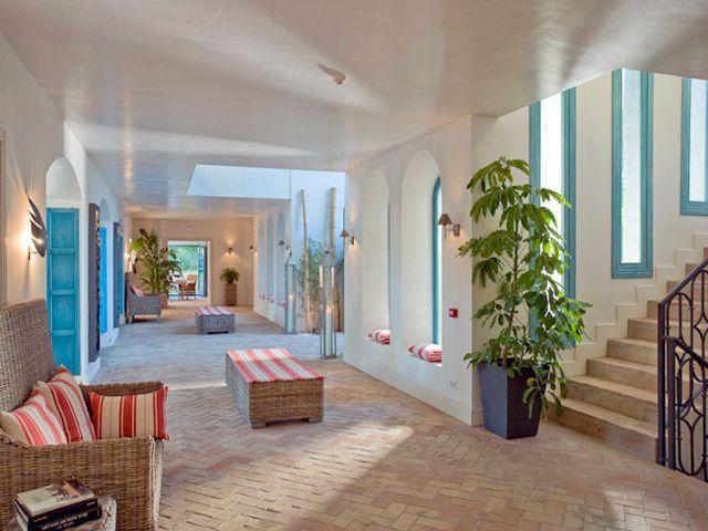 Sotogrande Villa in Private 24hr security guarded Estate with Tennis Court