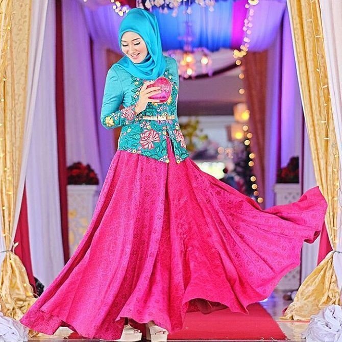 "This adorable colourful Reference makes you feel prettier. It can be made with pastel colour of Batik fabrics . . Contact person : 1st Hand Dress Maker ""Kiky Vinola"" the label BBM : 54AAD185 Whtsapp: 081511231375 Line:  @run7199r (ketik @ nya ya) SEMARANG  #kebayakikyvinola #dresses #qualityfabrics #eveningdress #kebaya #inspirasikebaya #gaunpesta #gaunkebaya  #kebaya #kebayawisuda #prewed #kebayahijab #kebayagaun #gaun #dress #kebayaonline #kebayainspiration #kebayaterbaru #kebayamuslim…"