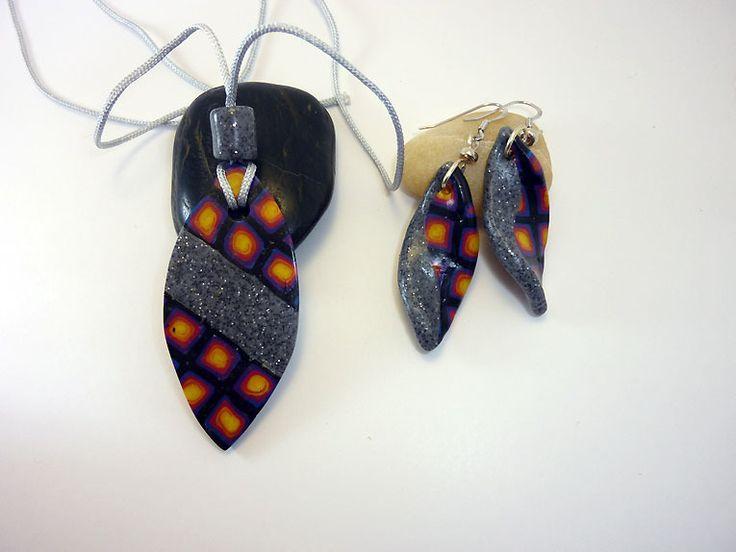 Parure boucles d'oreille flamme et pendentif ovale en pâte polymère : Parure par 1-fil-2-perles