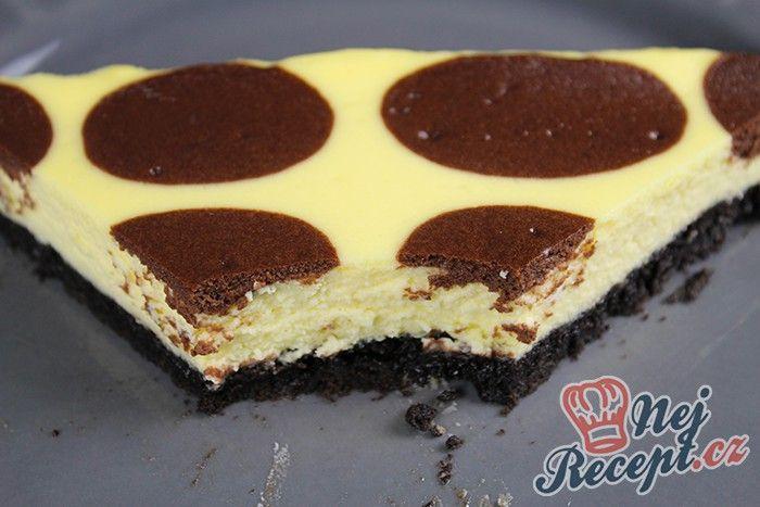 Vynikající chuť krémového cheesacaku potěší i náročné mlsouny. Čokoládové kuličky dodávají dortu super vzhled.
