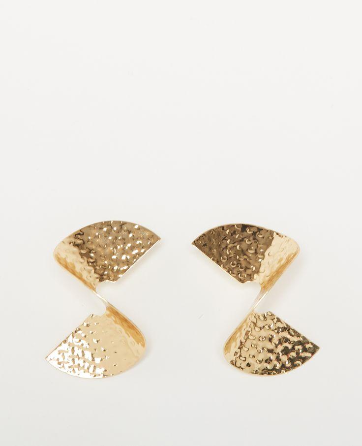 Boucles d'oreilles en spirale - Cette saison, on ose les maxi boucles d'oreilles !