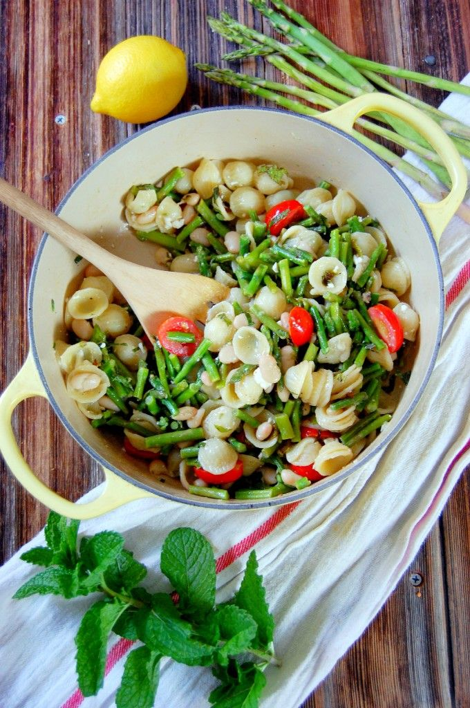 Lemon Asparagus Summer Pasta with Feta, Mint, and White Beans// sounds sooo good!