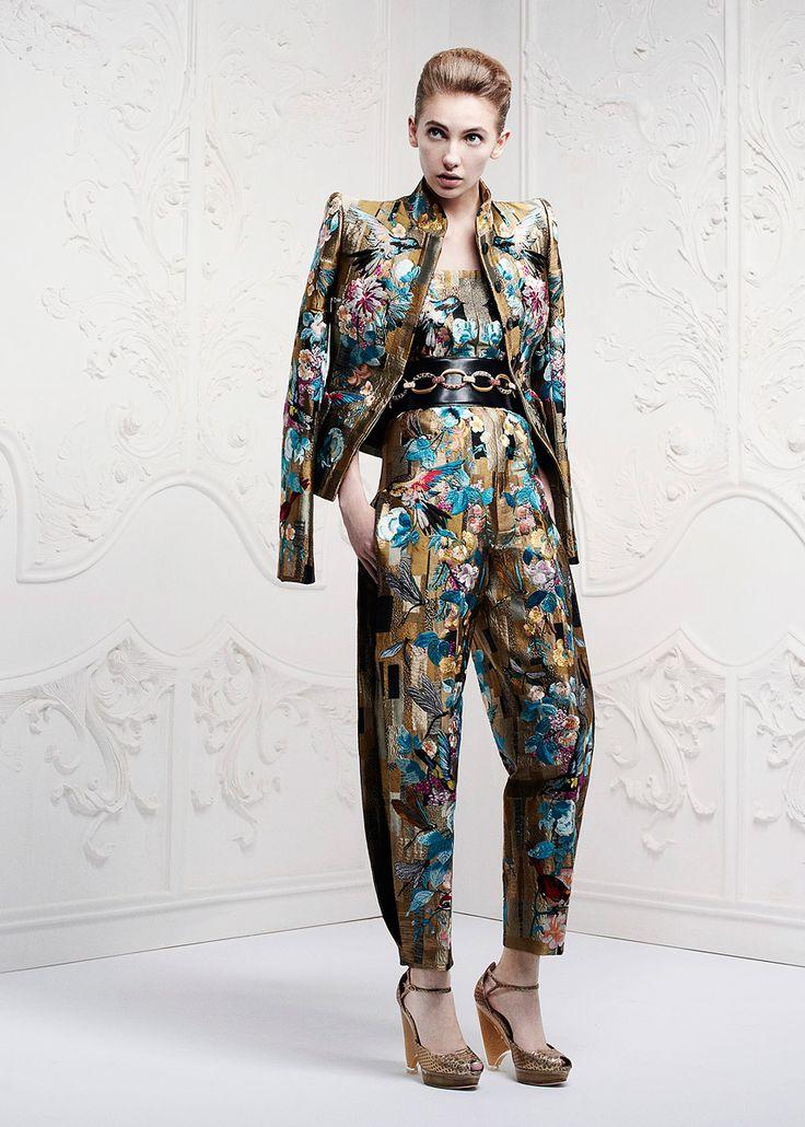 Perfecto para llegar un viernes a la oficina de Alexander McQueen Resort 2013 #fashion