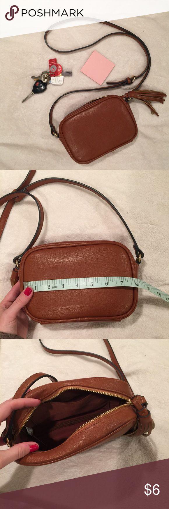 Old Navy Shoulder Bag Leather-like, brown bag! Adjustable strap. One open pocket on the inside! No noticeable damages! Barely used! Old Navy Bags Shoulder Bags
