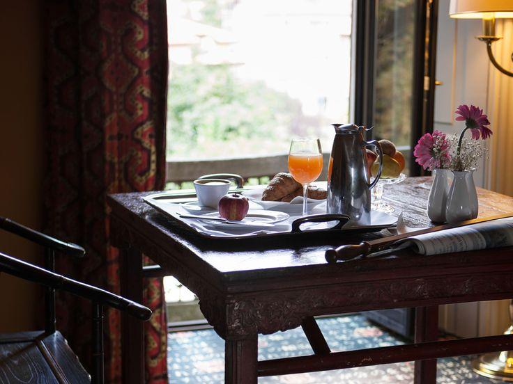 L'esclusivo complesso di Villa Porro Pirelli, l'hotel 4 stelle a Varese, vi offre l'opportunità di vivere un soggiorno principesco nelle sue camere punteggiate di fascino orientale o nelle lussuose suite fiabesche, ariose e curatissime fin nei minimi dettagli, dotate di comfort e servizi di alto livello. Solo 64 camere sono state ricavate dalla maestosa villa padronale per regalarvi una indimenticabile permanenza all'insegna della tranquillità e dei servizi riservati agli ospiti.
