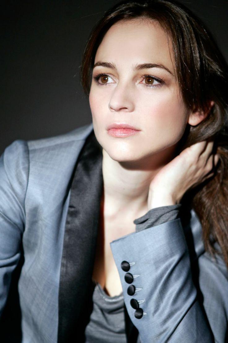 Posado de Leonor Watling, actriz de LO MEJOR DE EVA, de @ Tripictures