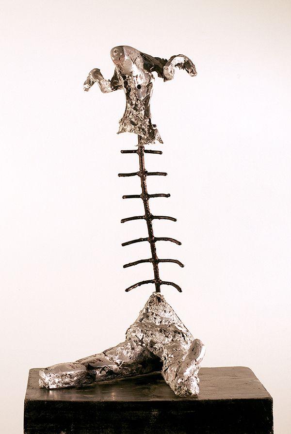 Broken, 2014. Aluminium and iron. 48x27x30 cm.